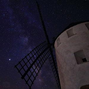 vía láctea desde el molino de viento de malanquilla fotografía nocturna creativa